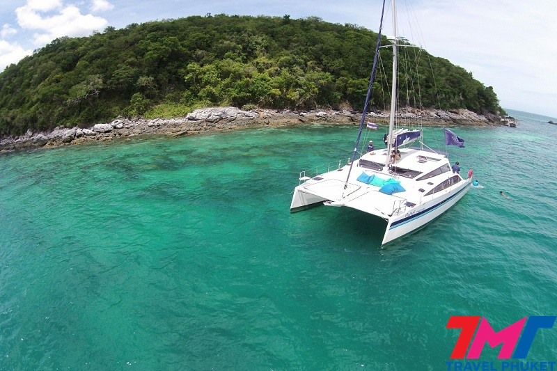 MAITON PRIVATE ISLAND BY CATAMARAN
